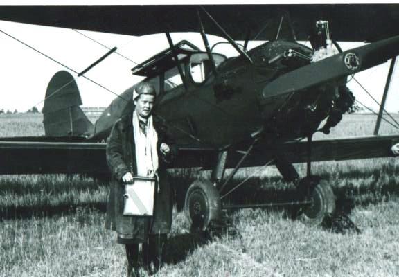 Мария Теслова на аэродроме п.Таборы 1955 год