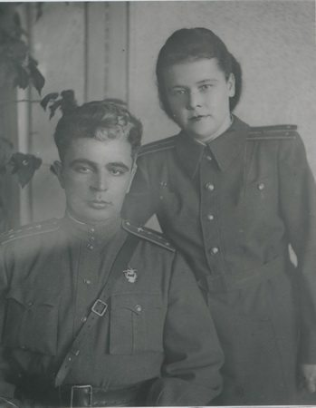 Семейное фото Тесловых 1948 год