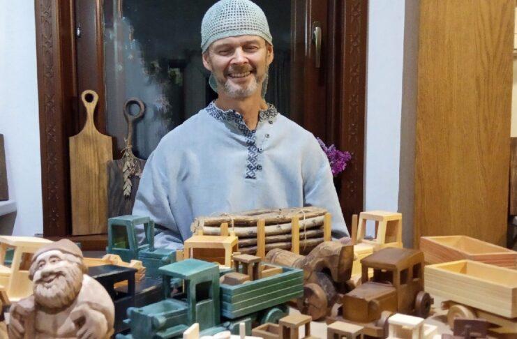 Он умеет себя показать: самый известный мастер художественных промыслов Ирбита