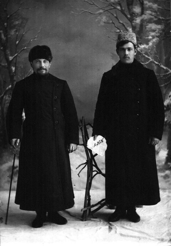 Зуйков Павел Нилыч (слева)