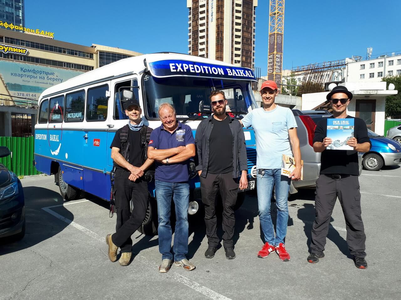 Через Екатеринбург на Байкал: немецкое ТВ едет на автобусе времен ГДР