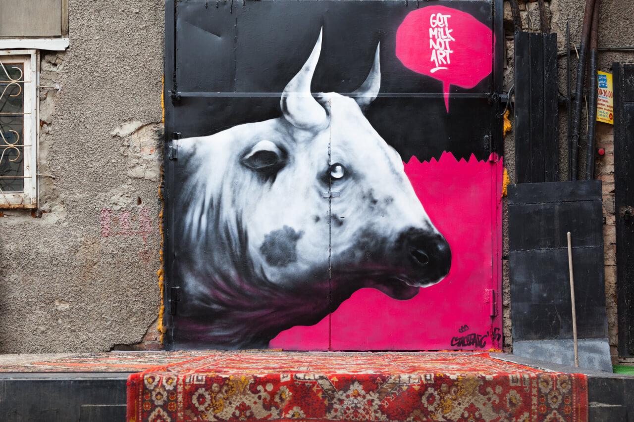 Корова на ковре, Екатеринбург, Стрит-арт