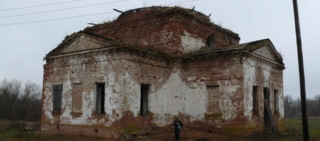 Руины храма в деревне Жилинке