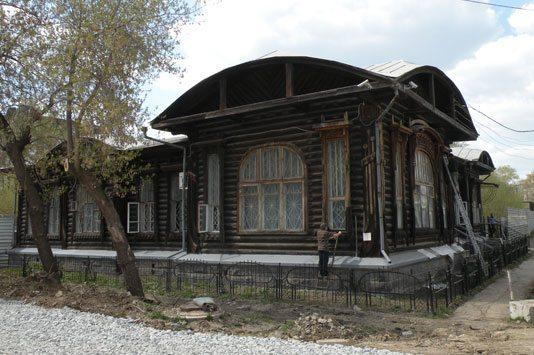 Дом №27 на улице Февральской революции