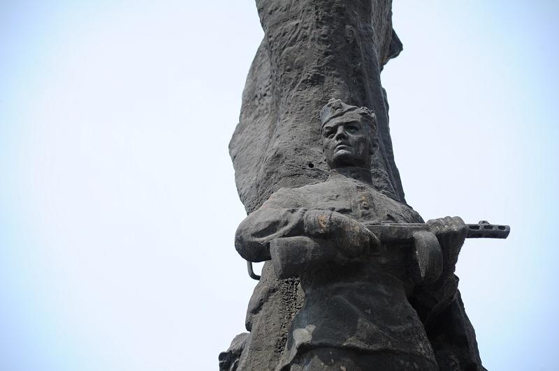 Касли. Памятник воинам и труженикам тыла