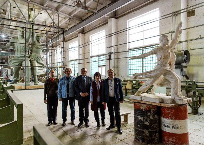 Копия памятника «Рабочий и колхозница» появится на Урале