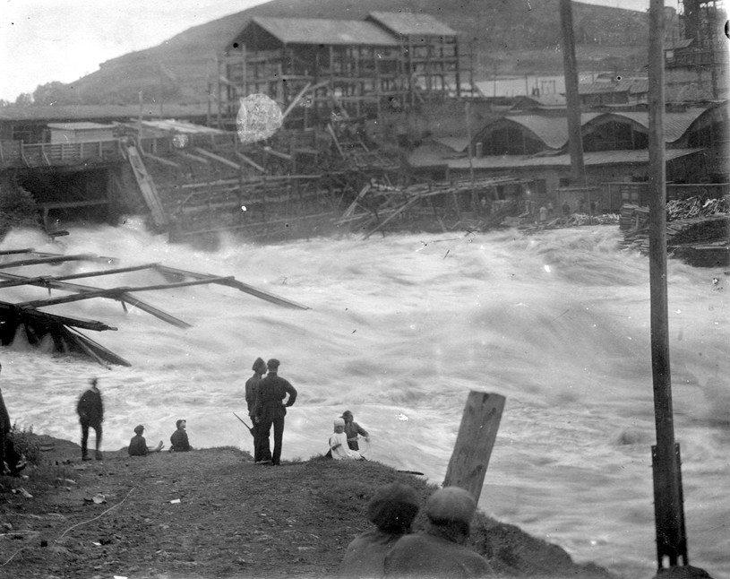Тагильский металлургический завод во время наводнения 1927 года. Фото: Нижнетагильский музей-заповедник «Горнозаводской Урал».