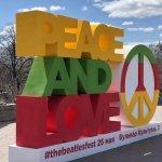 Гигантский «пацифик» в центре Екатеринбурга приглашает на «Битлз фестиваль»