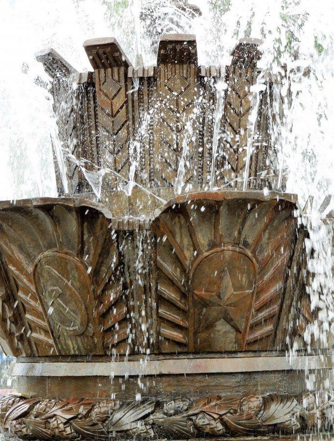 фонтан «Каменный цветок», полащадь Труда, Екатеринбург