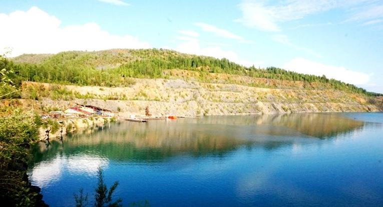Голубое озеро Александровска в Пермском крае – бирюза Урала