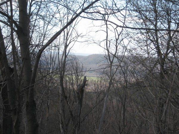 Дорога проходит через самую вершину горы