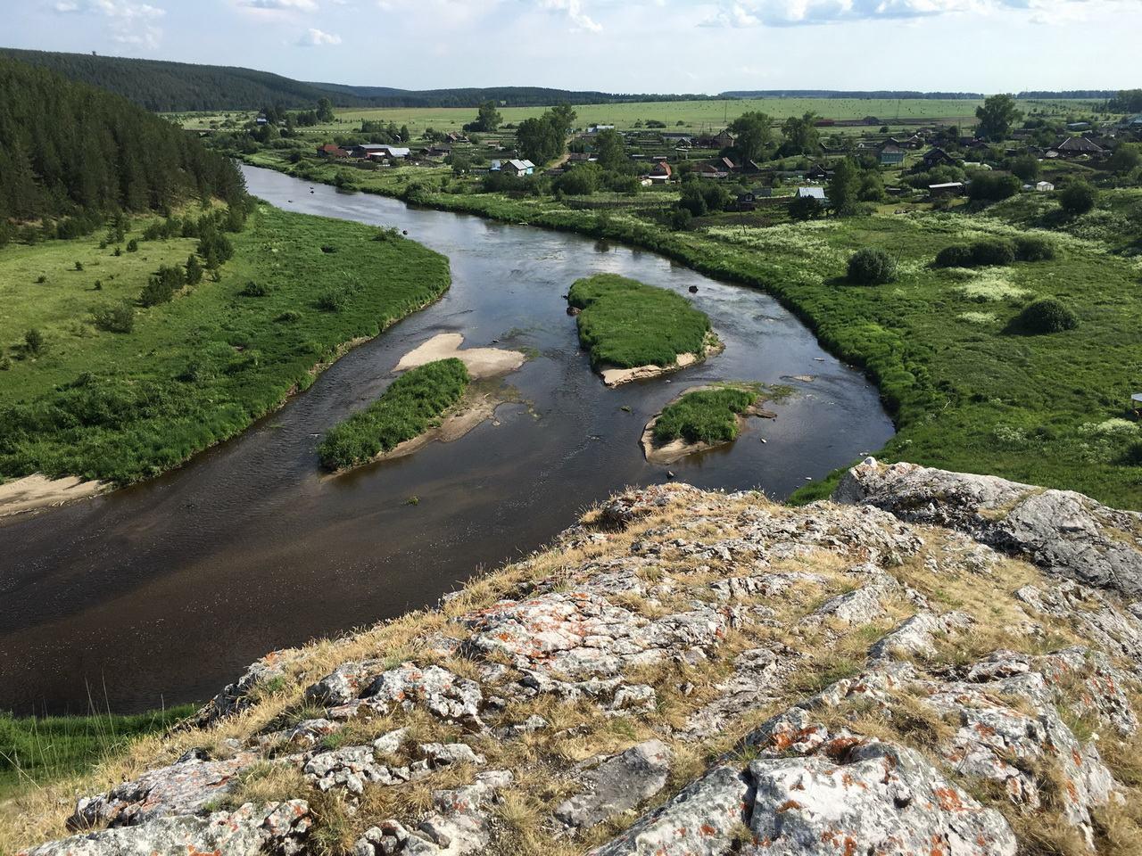Вид на реку Реж с Церковного камня.