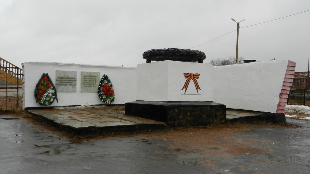 Братская могила революционеров, расстрелянных в 1918 году, Атиг, Свердловская область