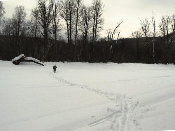 Прокладываем лыжню по реке