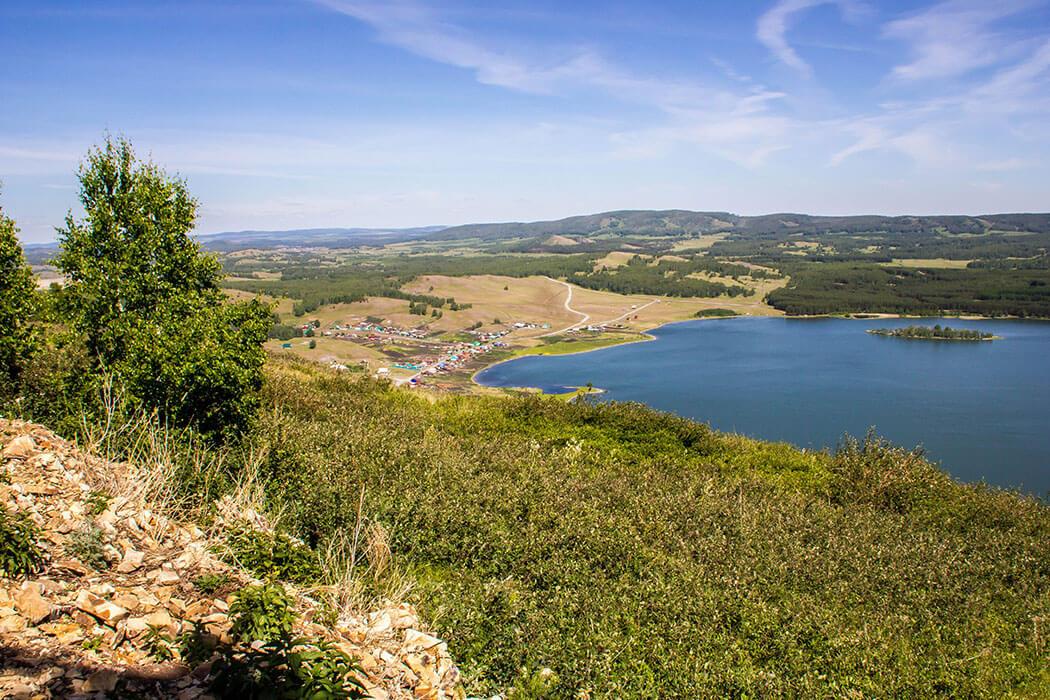 Озеро Аушкуль и гора Ауштау