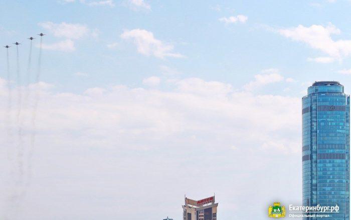 Репетиция воздушной части парада над Екатеринбургом