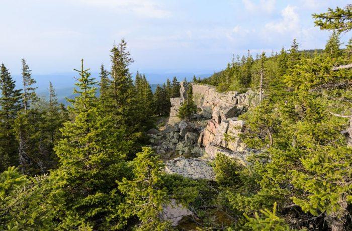 Каменный Форсос, на вершине. Вдали - дым завода Катав-Ивановска
