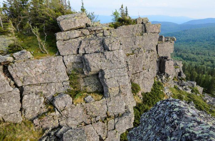 Каменный Форсос, розовая крепость на вершине