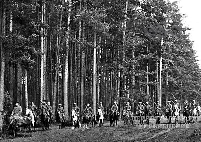 Лесная стража Билимбаевской дачи, 1895 год. Фото из архива семьи Аболенцевых.