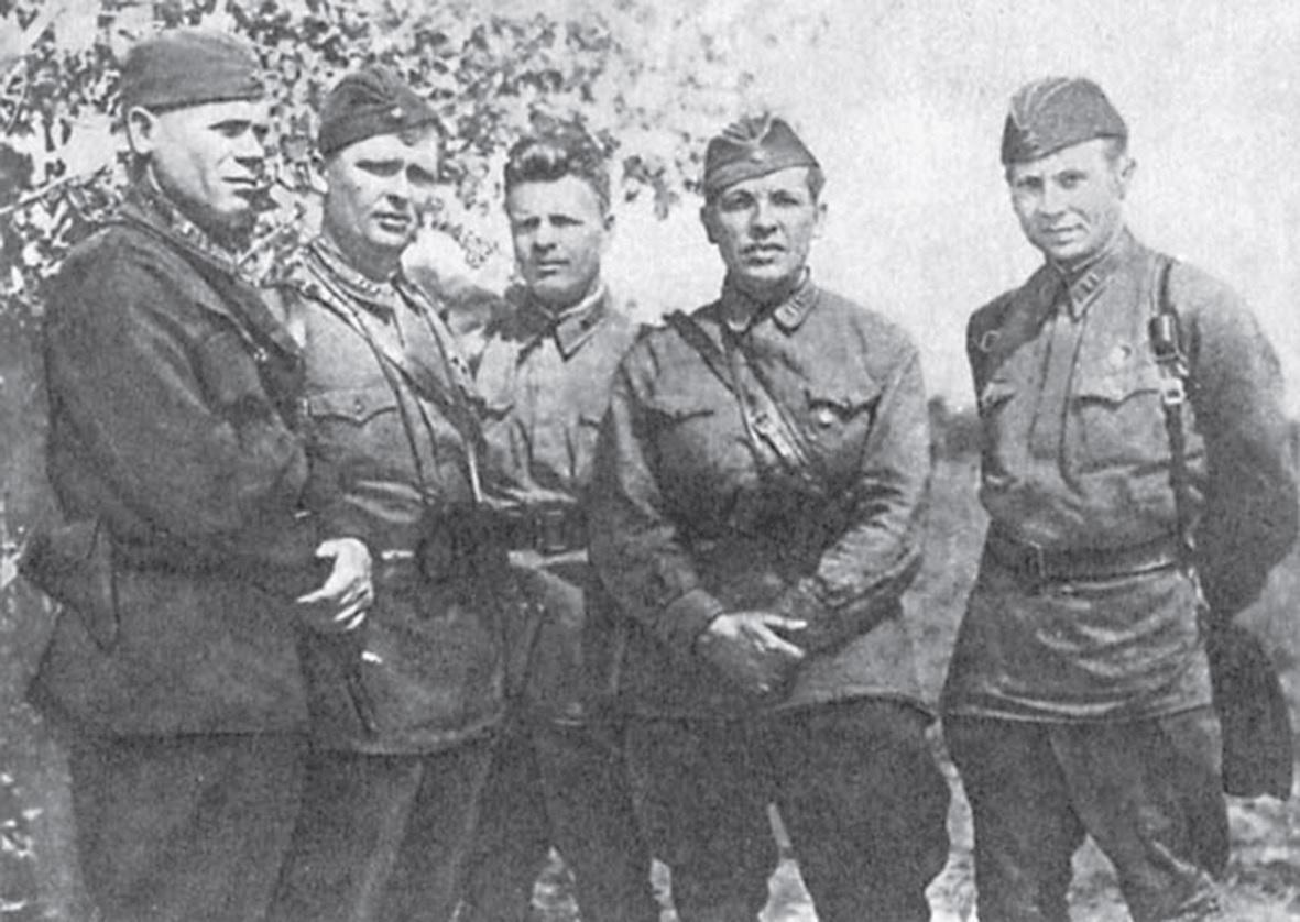Командование 133-й ОСБр. Слева направо: П.Г. Кохановский, М.М. Барташук, П.Р. Сахаров, М.И. Грановский, Н.Б. Ивушкин.