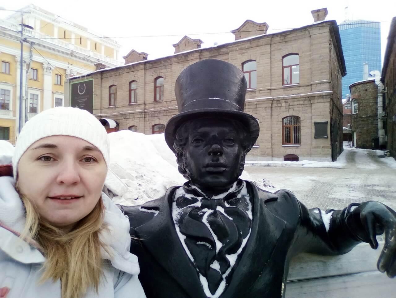 Памятник Евгению Онегину в Челябинске