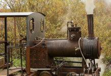 Житель поселка построил свою железную дорогу и паровоз