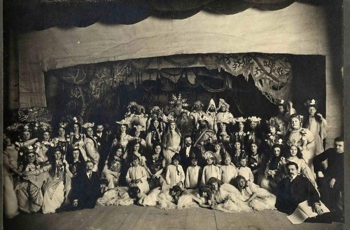 Группа участников самодеятельной постановки оперы Садко Екатеринбургского музыкального кружка