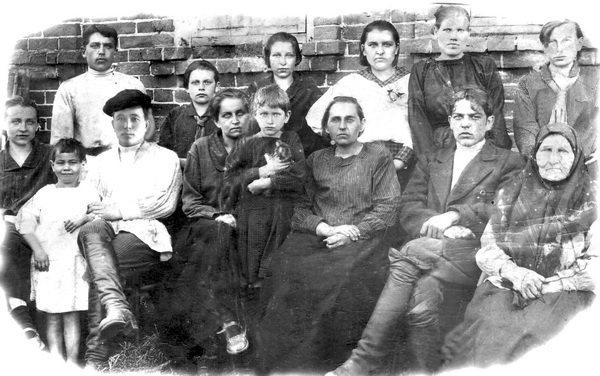 Семья Чусовитиных. 1925 год