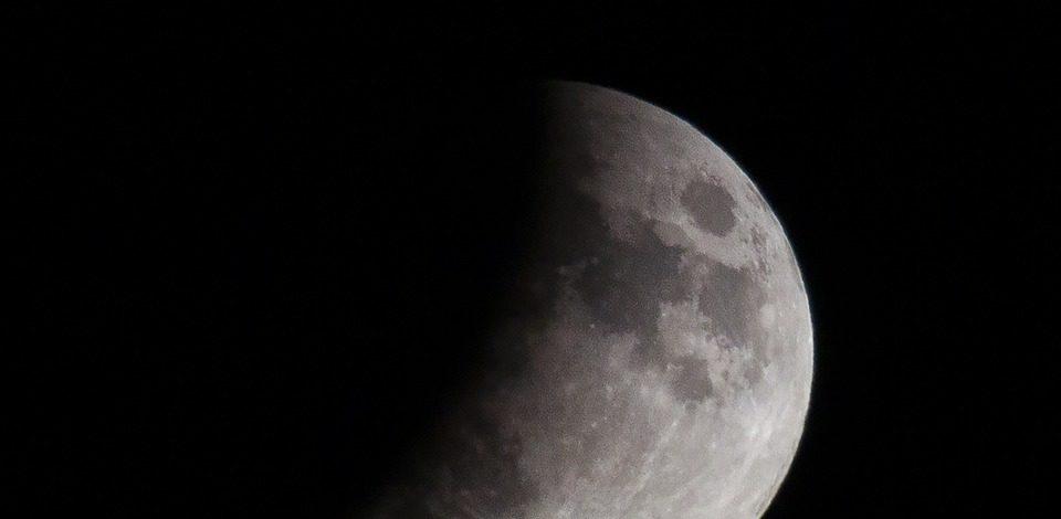 Урал, небо, лунное затмение, интересное на Урале, необычные природные явления, полутеневое лунное затмение, волчья луна,