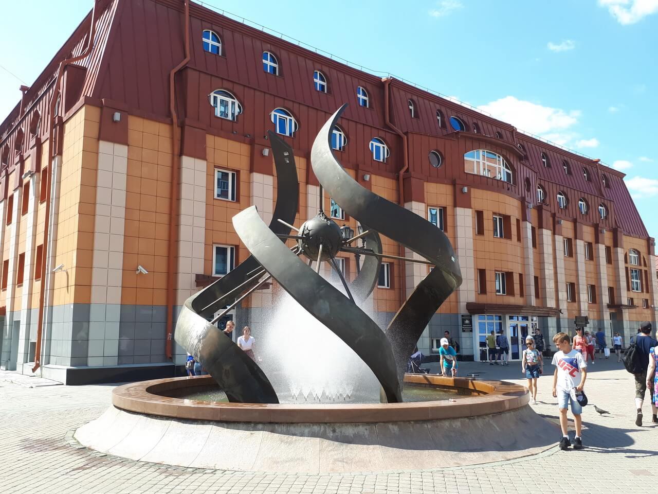 Фонтан «Машина времени» (Спирали времени), Вайнера, Екатеринбург