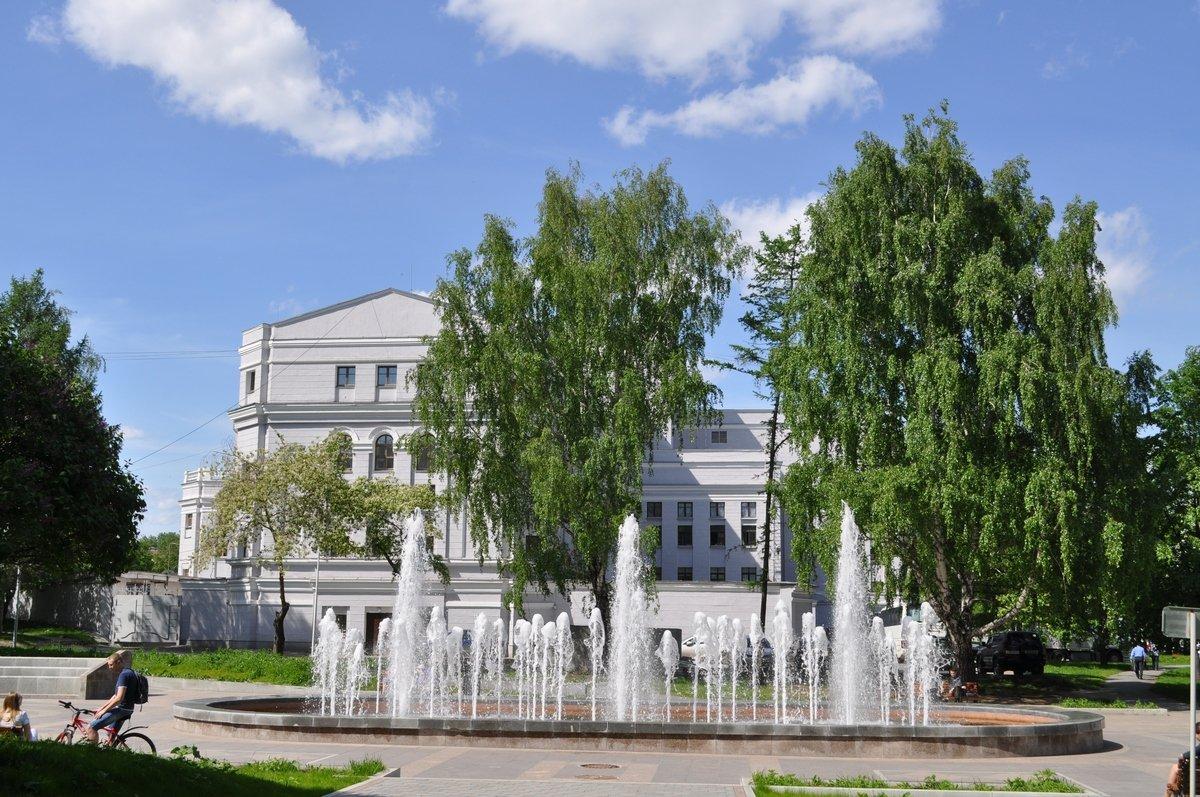 Фонтан в сквере у Театра оперы и балета, Екатеринбург