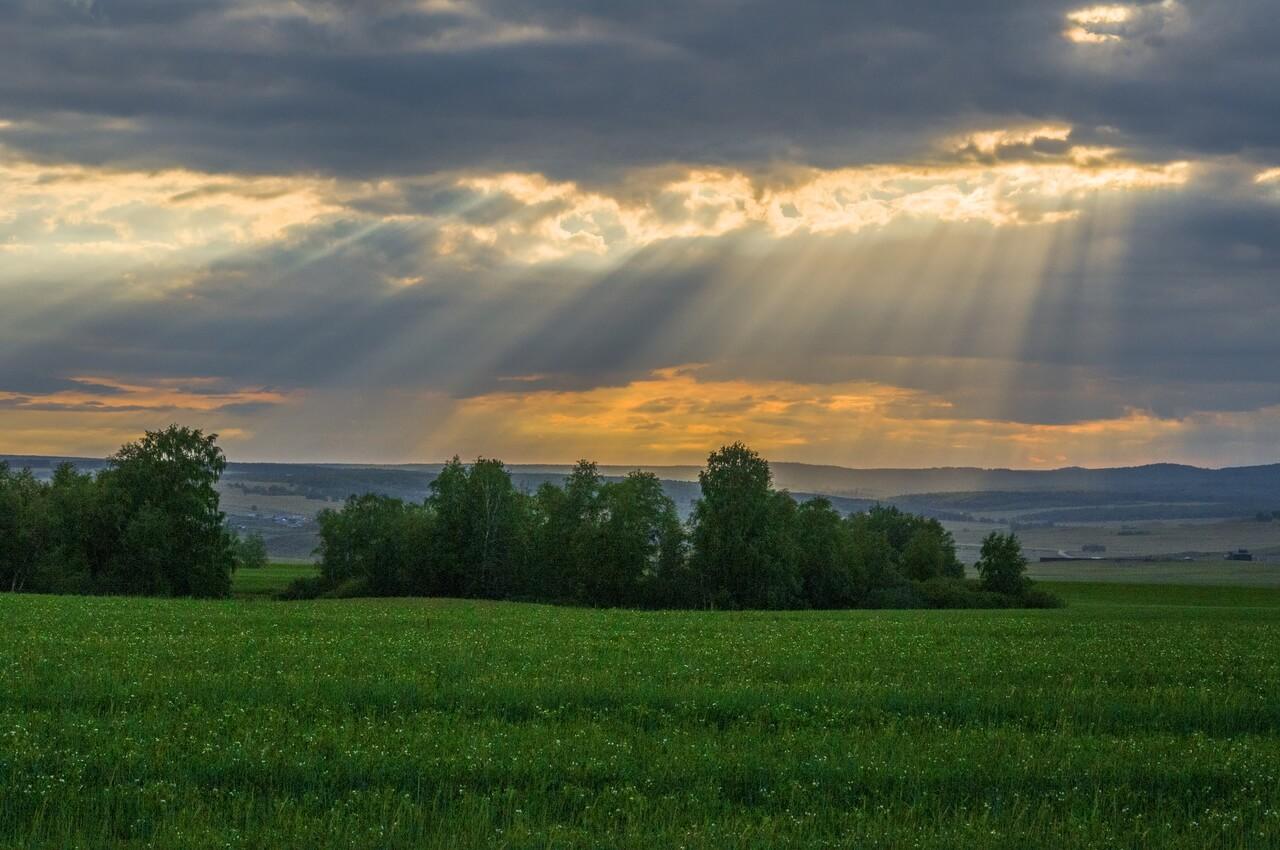 Закатные лучи на просторах башкирских лесостепей