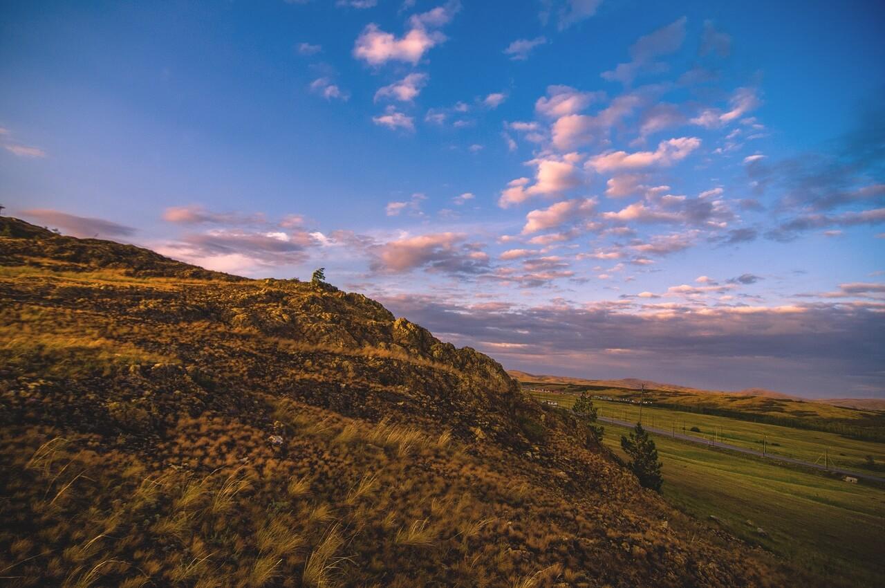 Гора перед хутором Акмурун, последняя точка Баймакского района, далее Зилаирский район, встреча заката