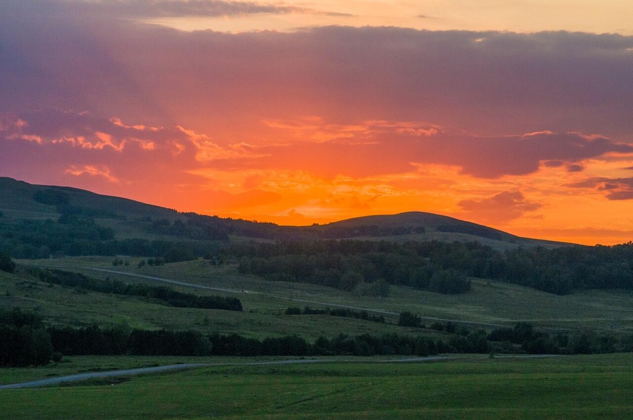 Огненный закат в небе над сопками Акмуруна и завершения нашего фото-трипа