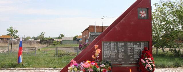 Небанальные истории появления памятников Великой Отечественной войны в Гайском районе