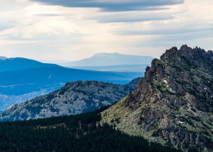 Большой Нургуш возвышается на горизонте, это самая высокая гора Челябинской области - (1448 м)