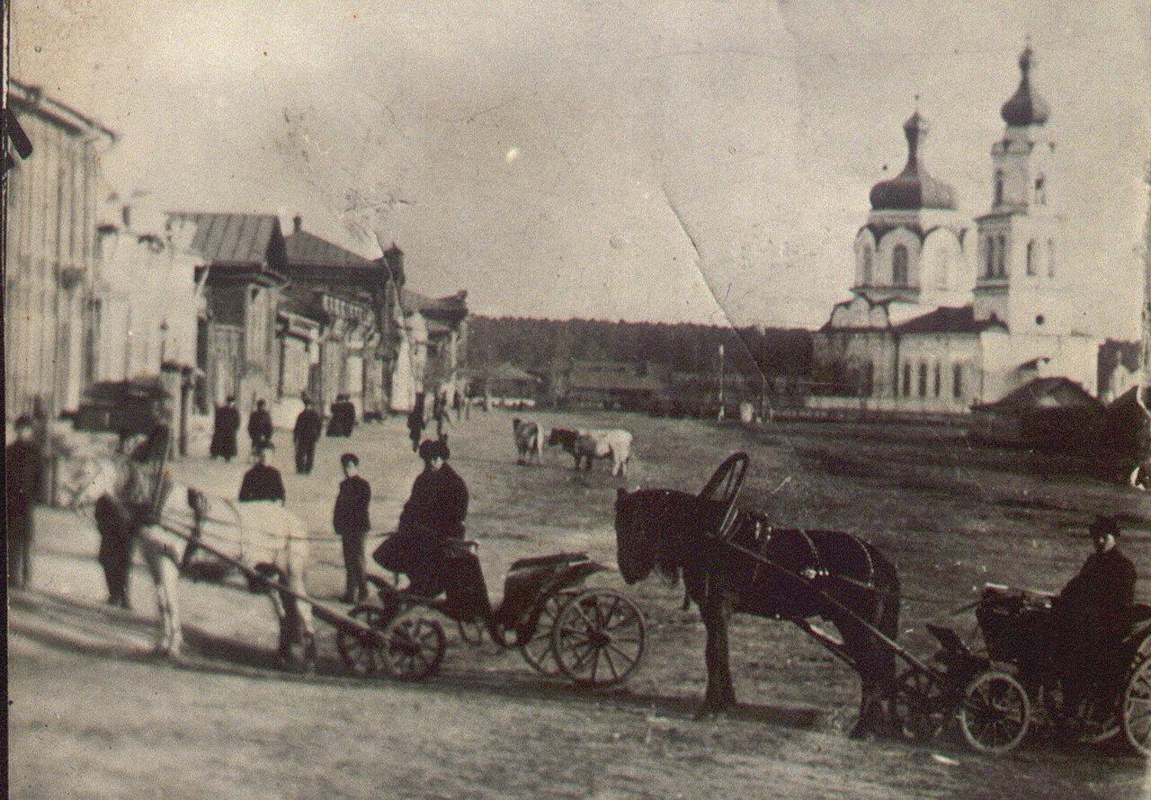 Камышловские извозчики на улице Торговая (ныне улица Карла Маркса) (середина ХIХ века)