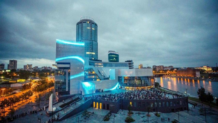 Ельцин Центр и памятник Ельцину