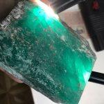 На Малышевском руднике нашли крупный изумруд