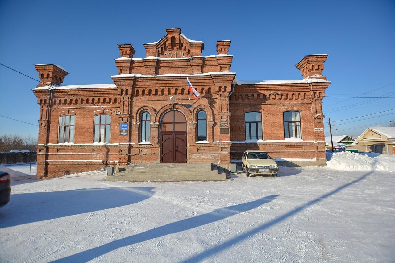 Краснокирпичное общественное здание, Камышлов, Свердловская область
