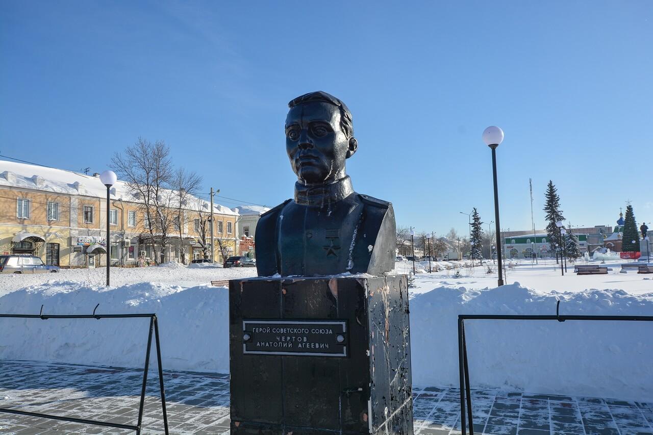 Бюст Анатолия Чертова, Камышлов, Свердловская область