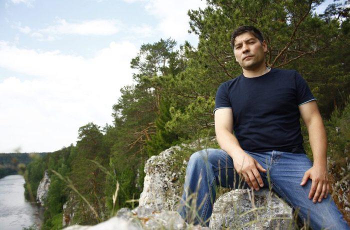 """На Георгиевском камне. На заднем плане виден камень Часовой, именно с этого камня в финале фильма """"Угрюм-река"""" падает в реку главный герой."""