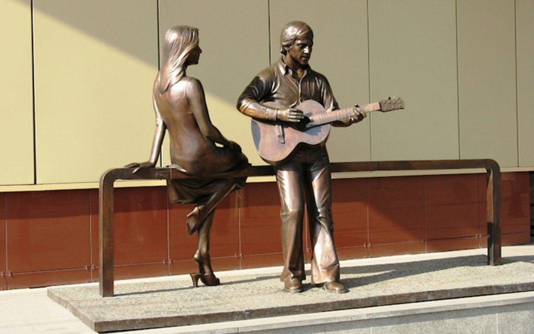 Памятник Владимиру Высоцкому в Екатеринбурге