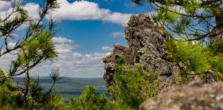 Гора Колпаки и скала Кораблик