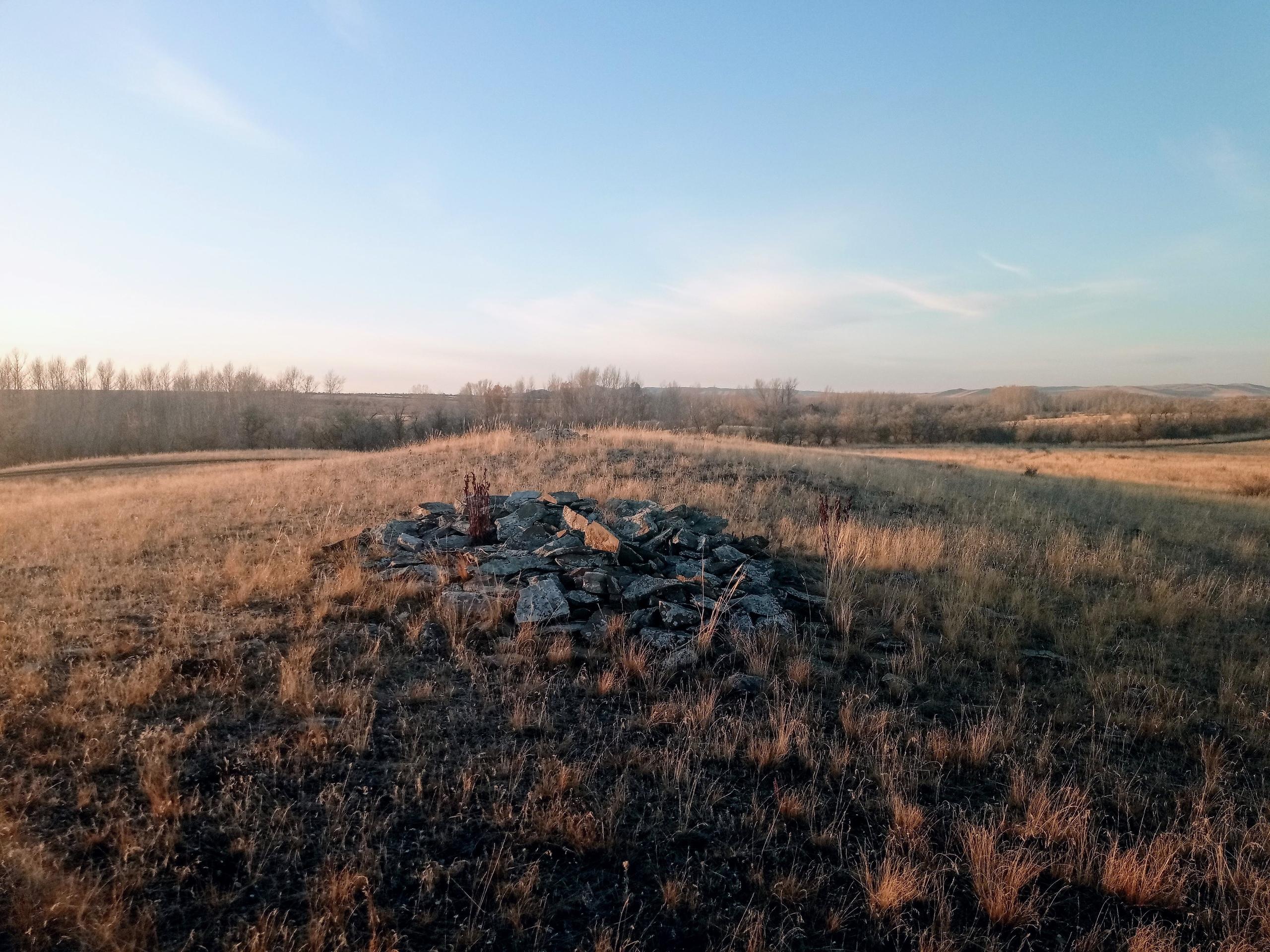 Кайсацкие кулпытасы - каменные стелы в степях