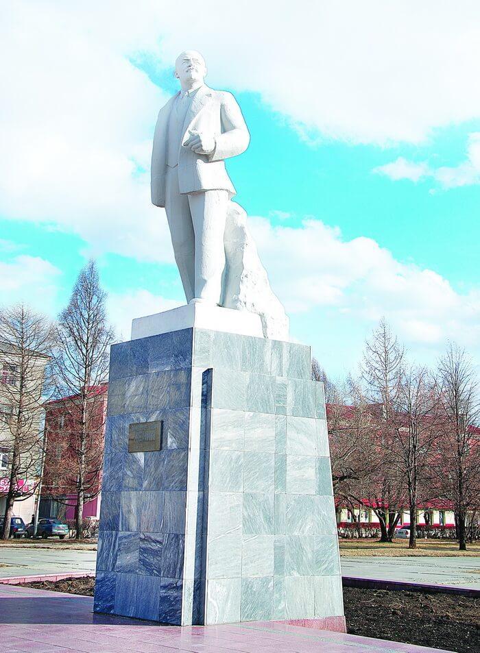 Памятник Ленину, г. Сухой Лог, Центральная площадь, 2015 год