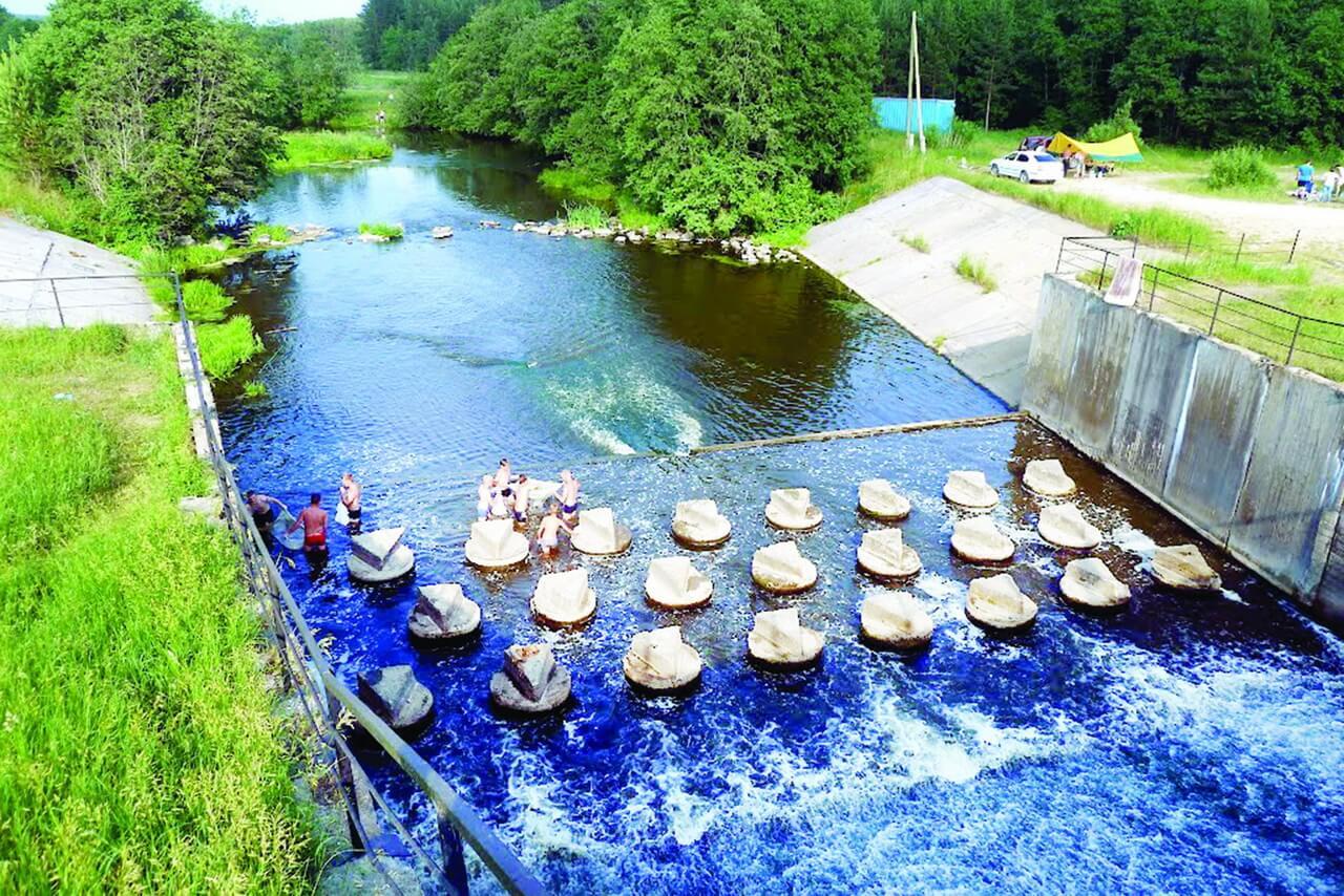 Плотина на реке Кунара в деревне Мельничной