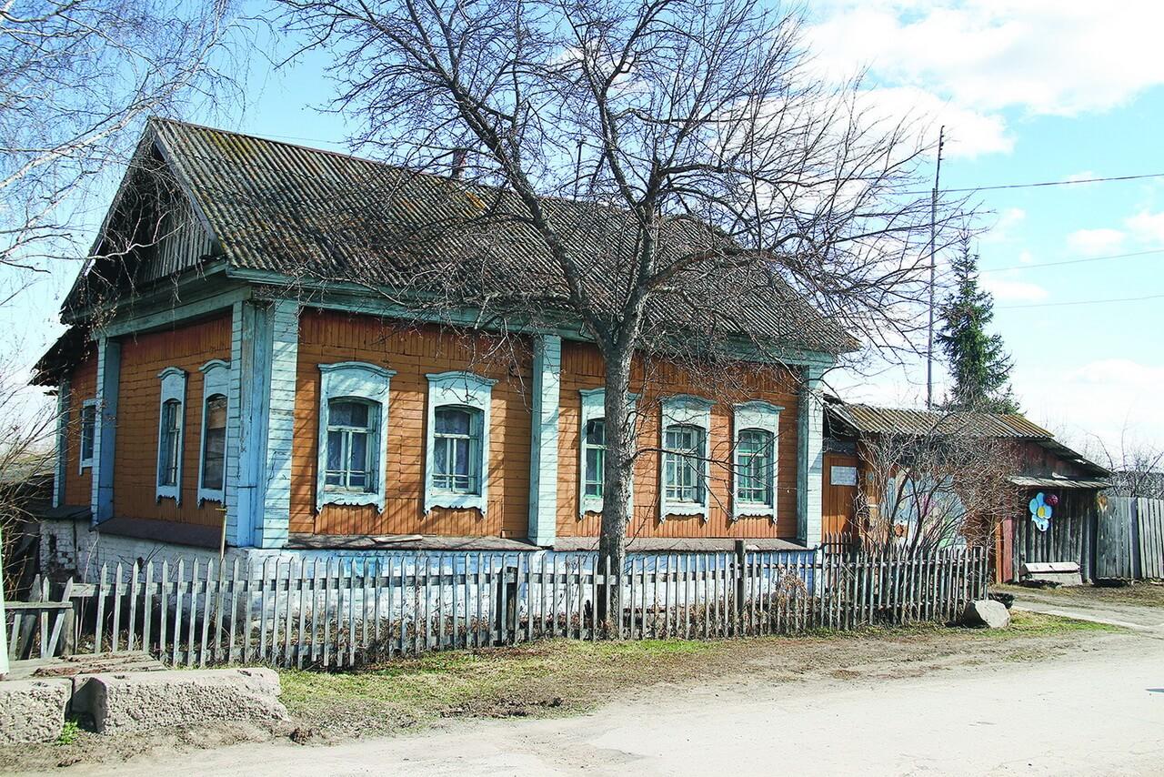 В доме №41 по улице Набережной в 60-70 годы ХХ века проживала поэтесса Галина Вегова (Колотушкина)