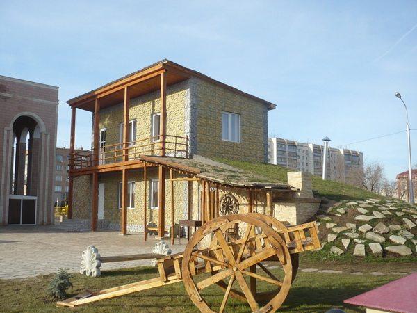 Национальная деревня, армянский дом