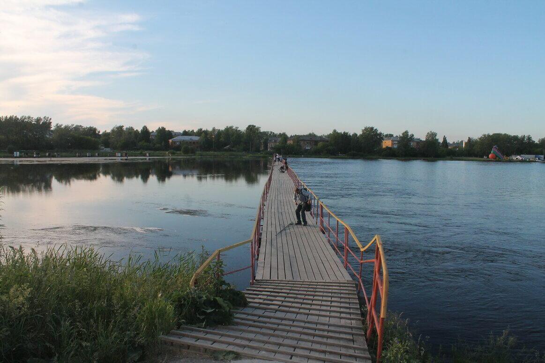 Пешеходный мост через Верхнетагильский пруд